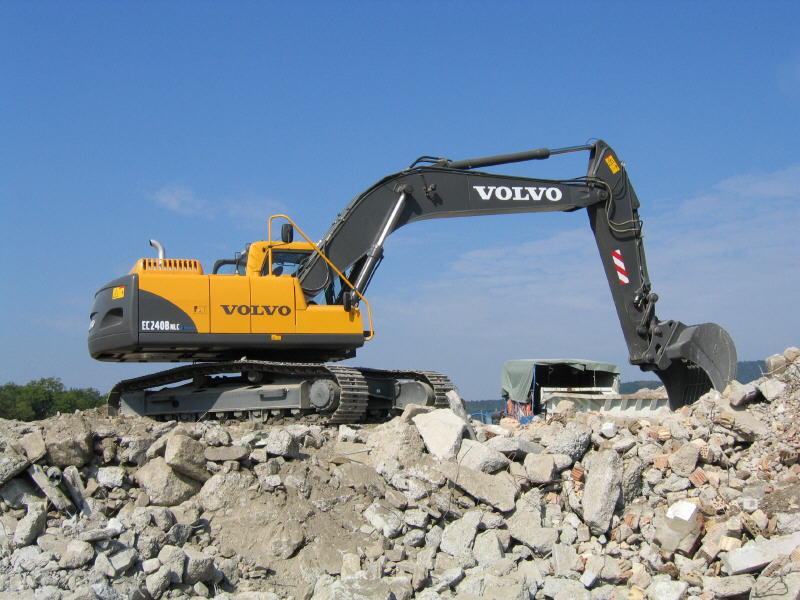 漂亮的沃尔沃挖掘机